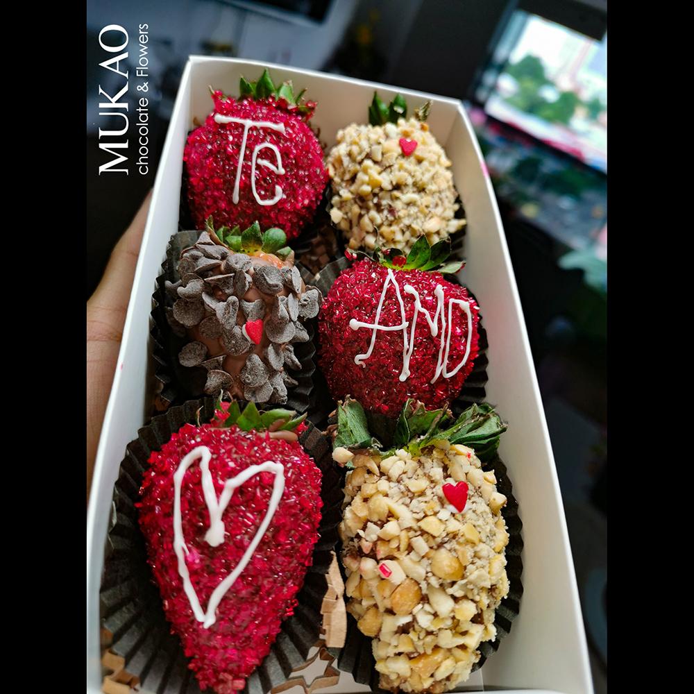 6-deliciosas-fresas-con-chocolate-en-tono-rojo