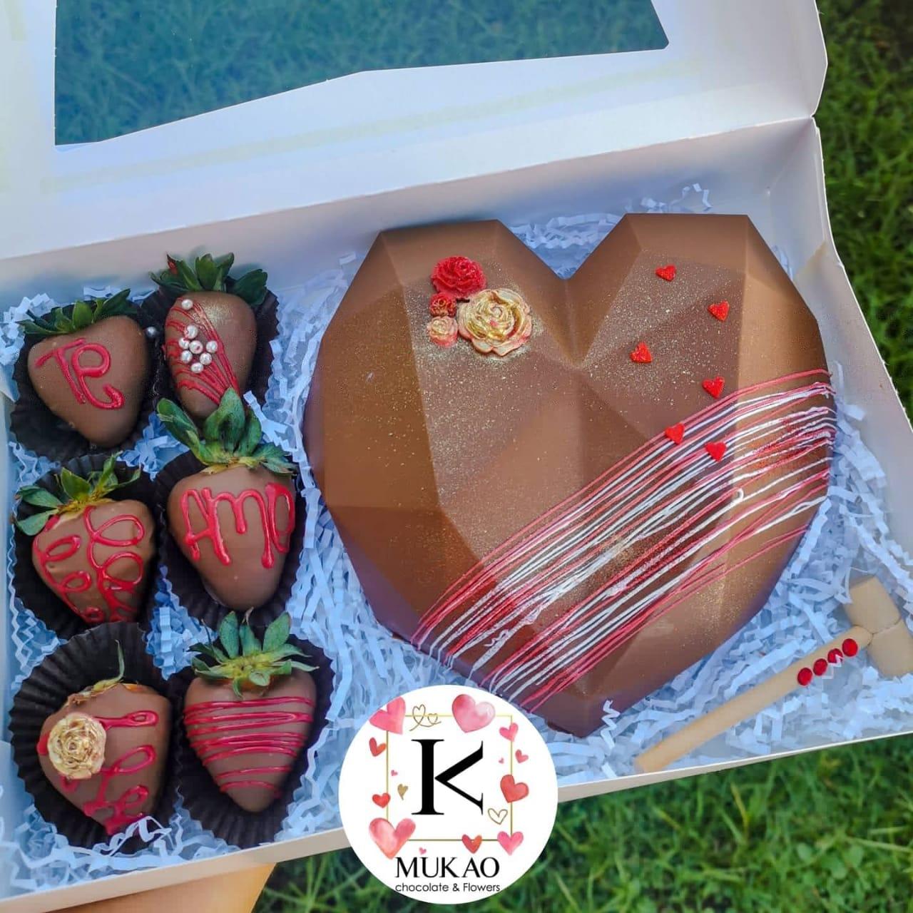 corazon-rompible-con-fresas-con-chocolate