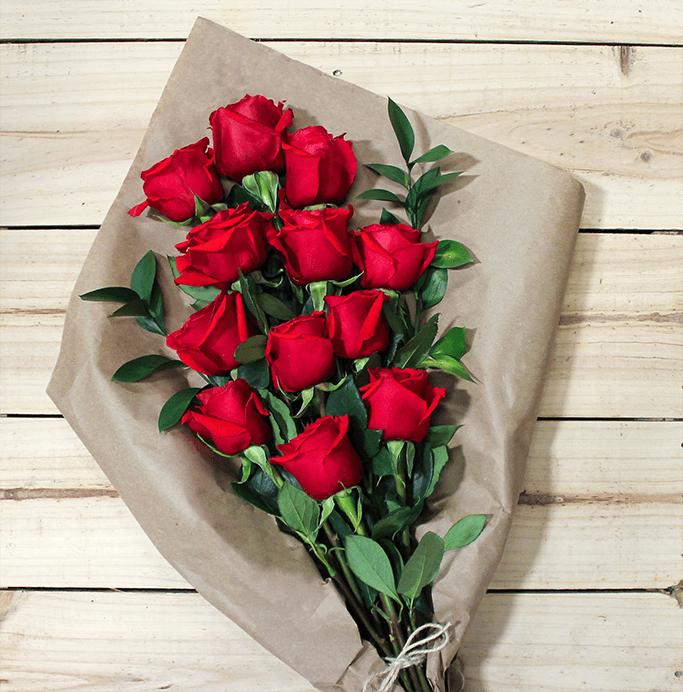 oferta-12-rosas-en-ramo-para-mama